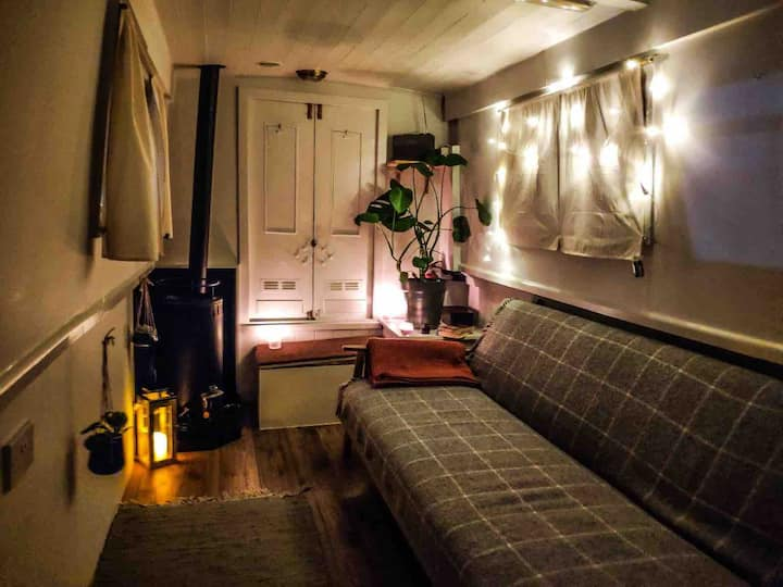 Alternative stay in London narrowboat experience !
