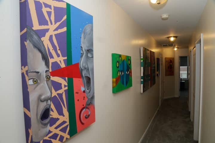 Arte Haus Gallery in SE Beach Area - Room B