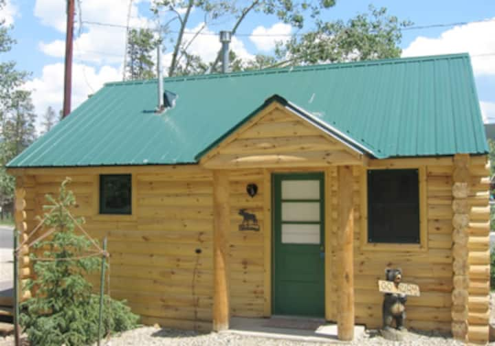 LOG CABIN IN PERFECT LOCATION!