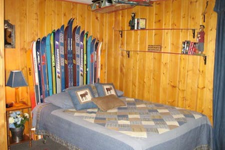 LOG CABIN IN PERFECT LOCATION! - Cabin