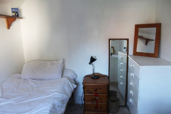 Light and Airy Single room - Royal Tunbridge Wells - House