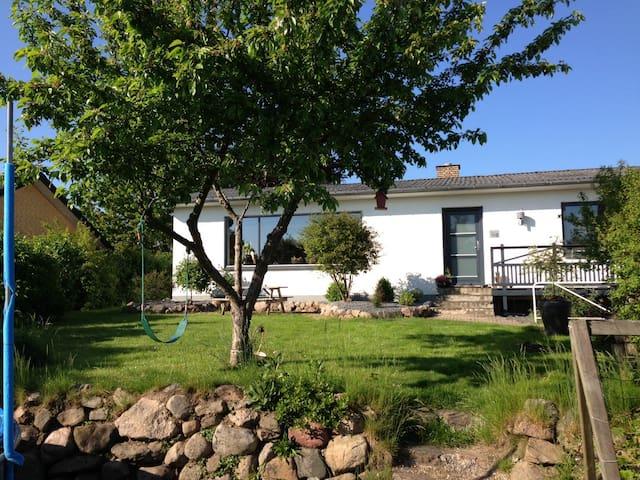 Dejligt familievenligt hus udlejes - Knebel - Haus