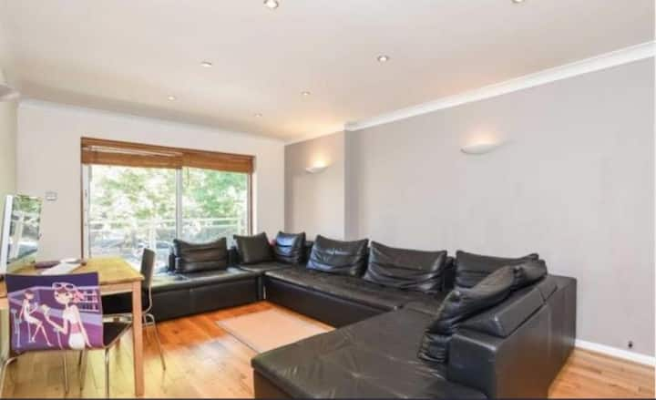 One room in a quiet apartment in Beckenham