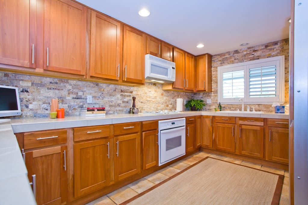 Spacious Kitchen w all the Amenities