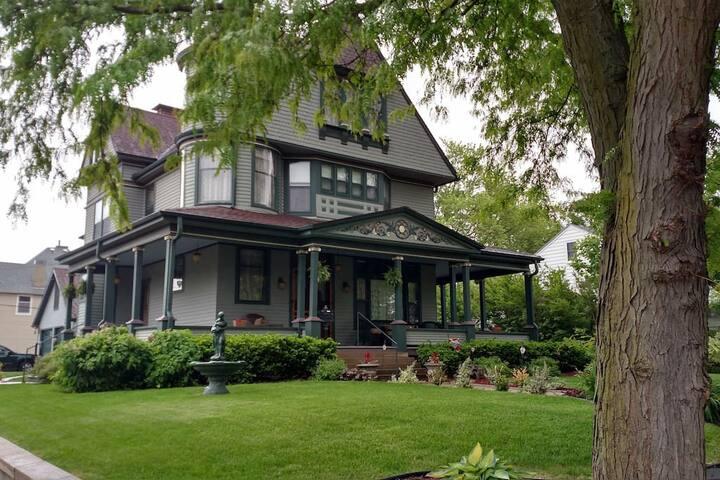 Linda Sue Manor Master Suite