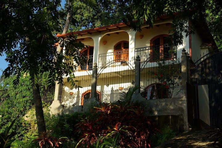 LAGUNA DE APOYO 2 STORY GUEST HOUSE