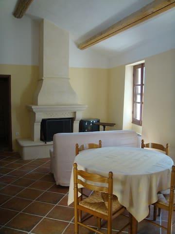 Loue Maison au pied du Luberon - Ansouis