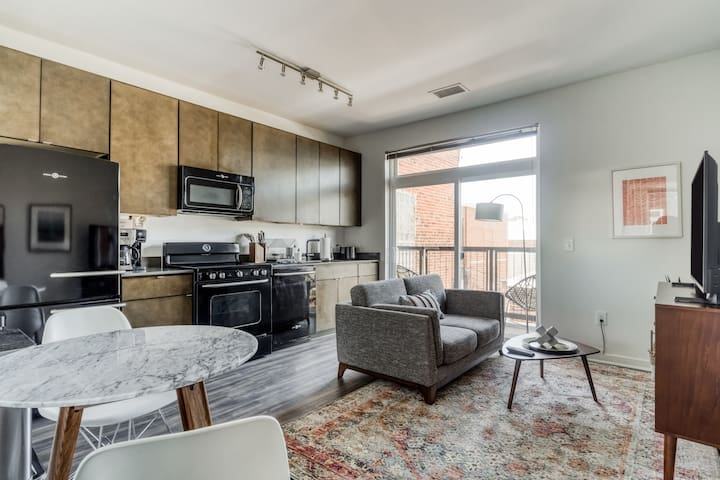 Lovely, Furnished Studio in DC + Rooftop Deck