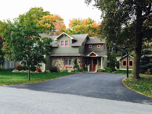 Welcome Home to Penny Cottage! - Charlevoix - 一軒家