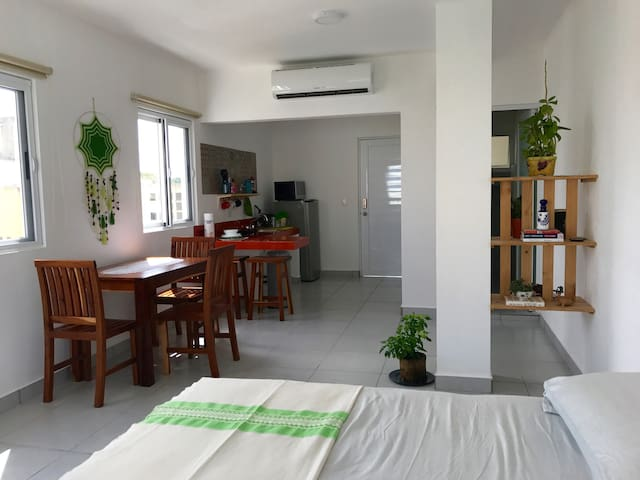 Modern DT Cancun loft, NEW with great location!
