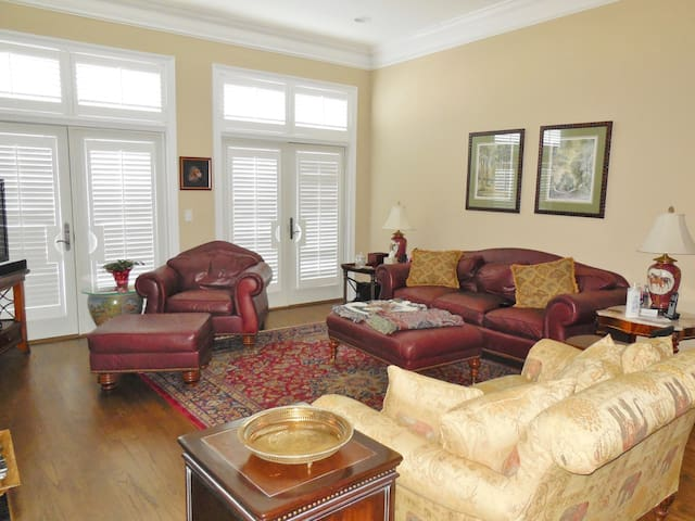 Luxury 3 Bdrms 3 Baths  in Historic Downtown Aiken