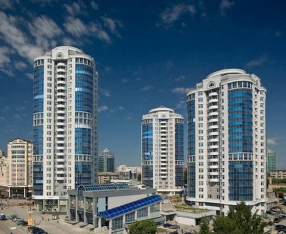 Элитный дом Ул. Хохрякова ,43 центр - Екатеринбург - Apartment