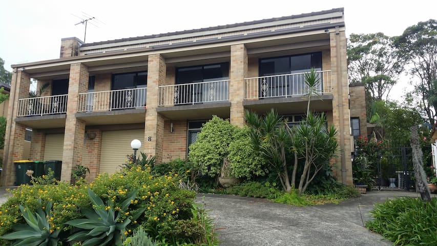 Air-conditioned ground floor apartment. - Belmont North - Apartment