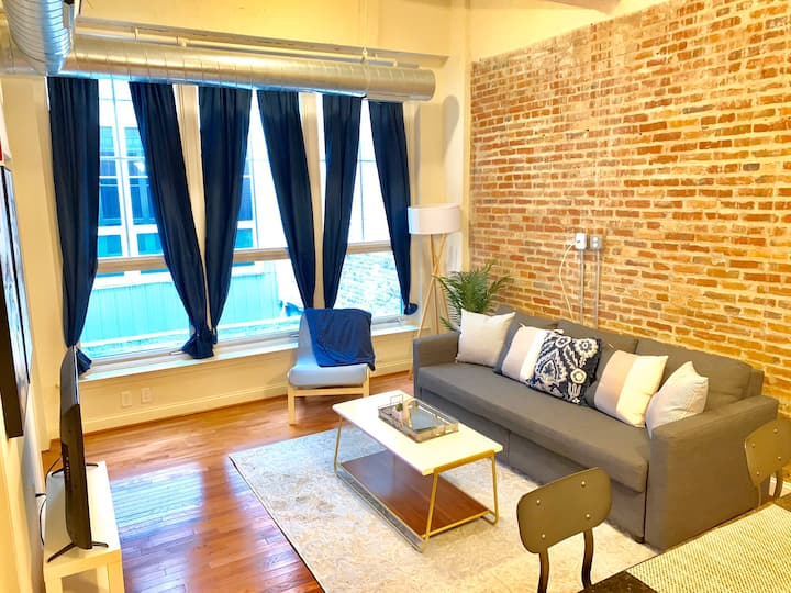 Stylish Harbor Loft | UMMC | JHHS | Mercy
