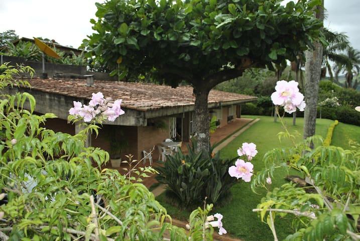 Casa de Campo/Estância Hidromineral - Monte Alegre do Sul - キャビン