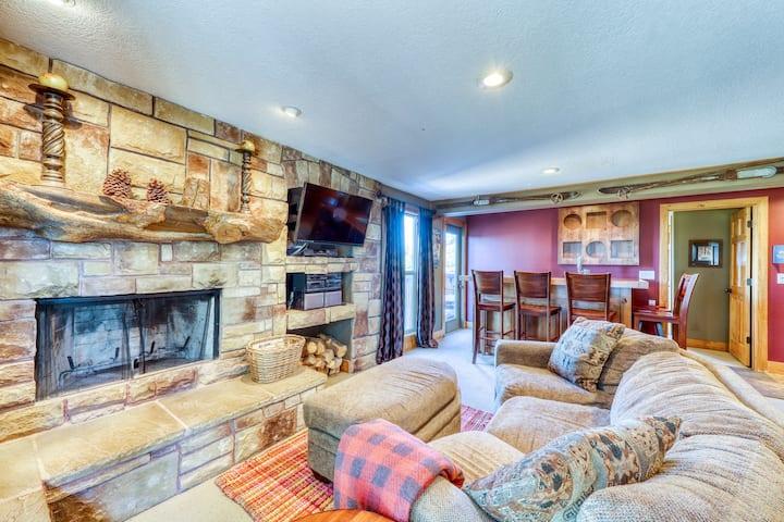 Mountain view ski-in/ski-out condo w/ a shared hot tub, deck, & ski storage