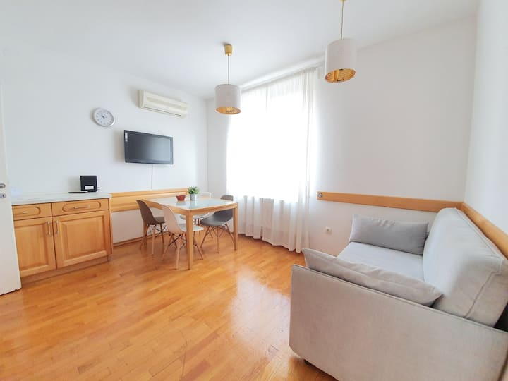 Cosy apt with private parking, free WiFi