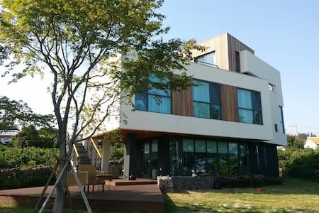 Jeju Naderi B&B - Beophwan-dong, Seogwipo-si - Hus