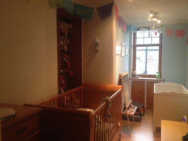 kids room, with 2 cots