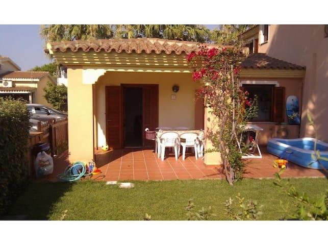 Villetta in centro con giardino case in affitto a san for Case in affitto san teodoro