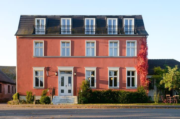 Fuchsbau - wunderschönes Landhaus m. Garten 6-7 DZ