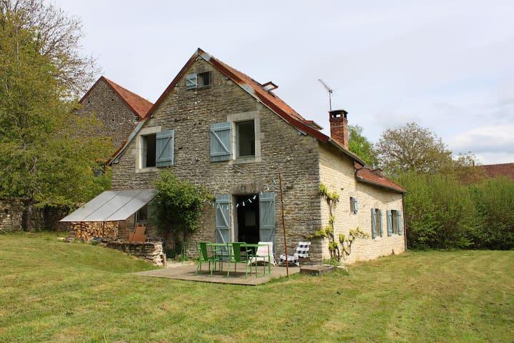 Charmante maison de campagne - Montoillot
