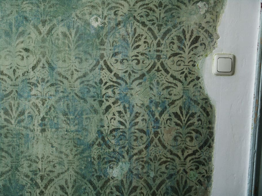 Those chalk painted patterns go back almost 100 yrs.