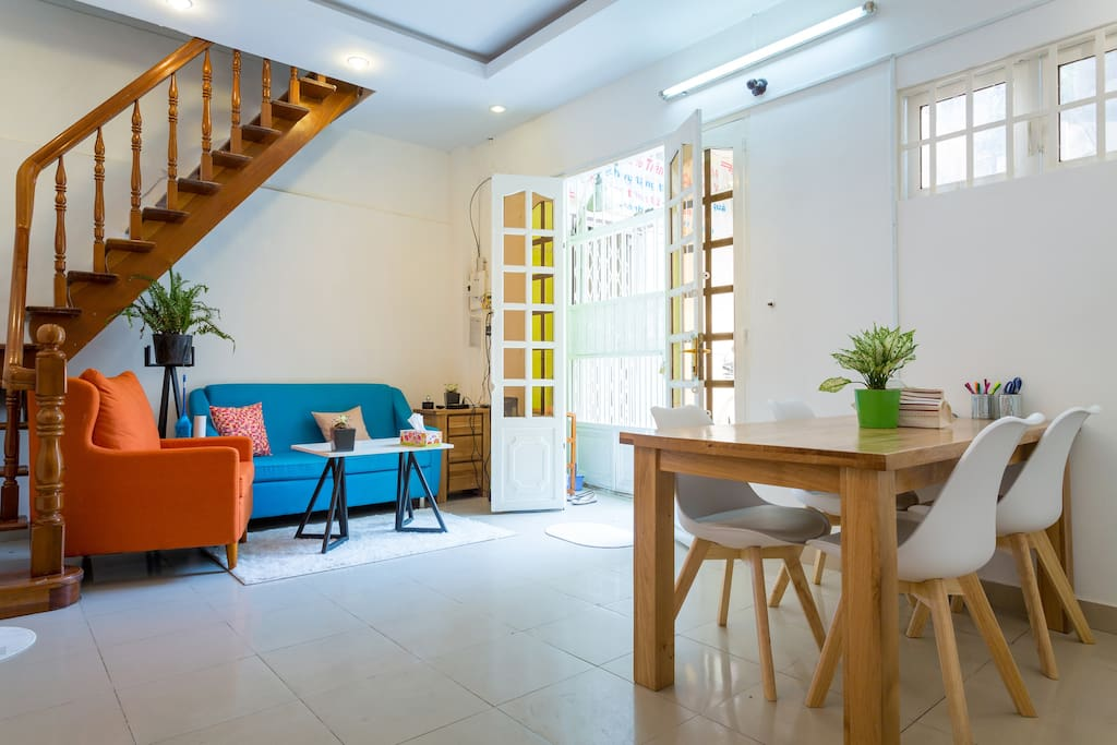 Spacious living + dining room w/ aircon