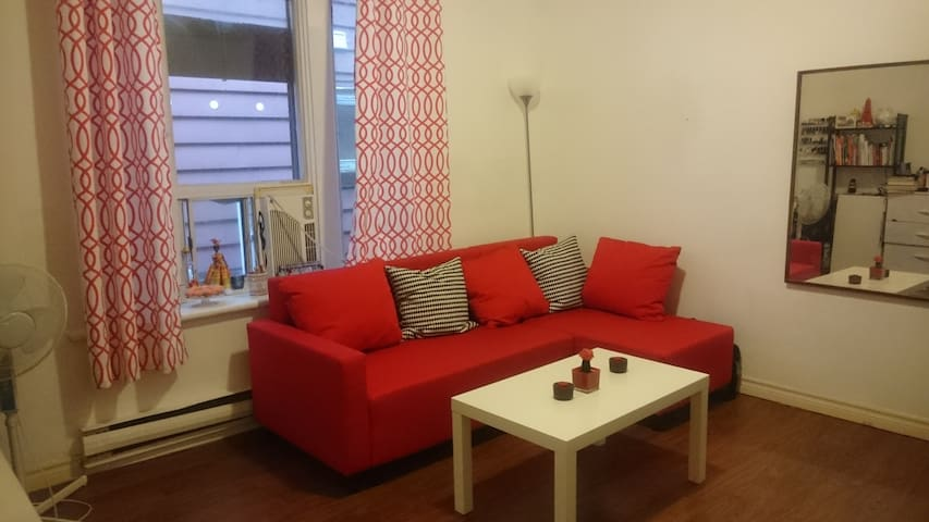 Cozy Private Studio, near downtown, Greektown