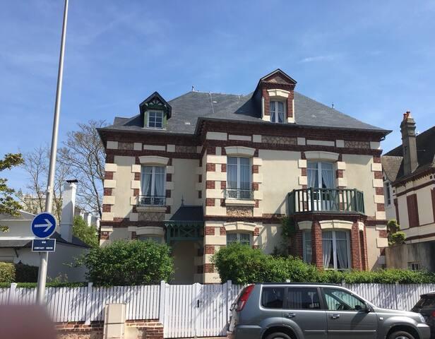 Grande villa près du Casino et de la plage