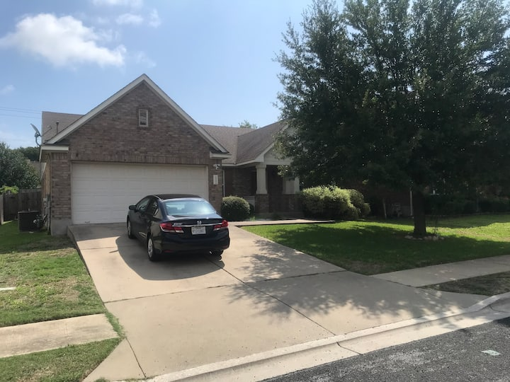 Large,Quiet, Clean & Comfortable NEWER Family Home