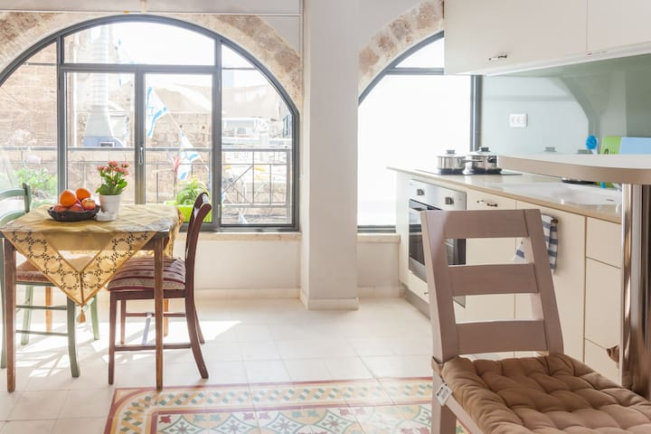 Old Jaffa amazing apt 100m from SEA