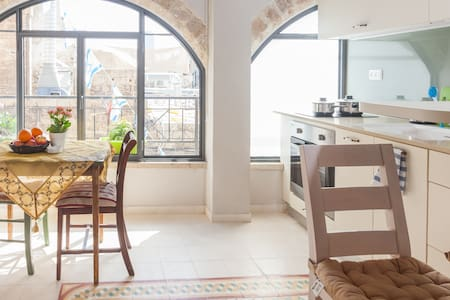 Old Jaffa amazing apt 100m from SEA - 特拉維夫市