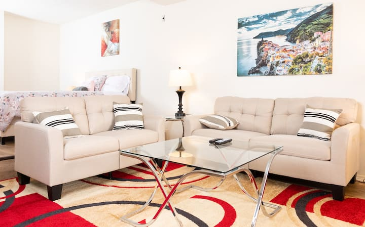 Magnificent Hollywood Studio-Fully Furnished