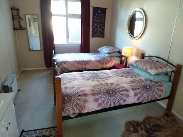 Twin single room..