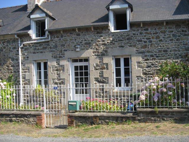 Bretagne Cotes d'Armor maison mer - Tréveneuc - Dom