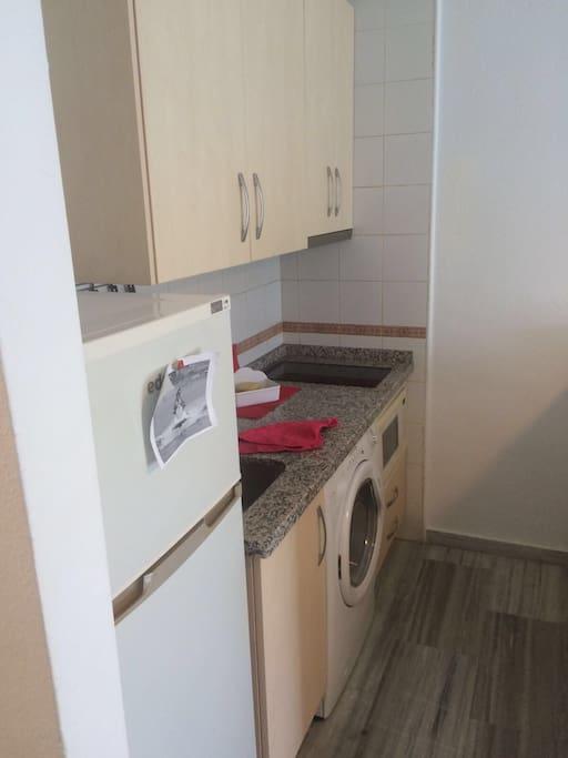 Lavadora,frigorífico,micro,vitro, cocina totalmente amueblada y nueva