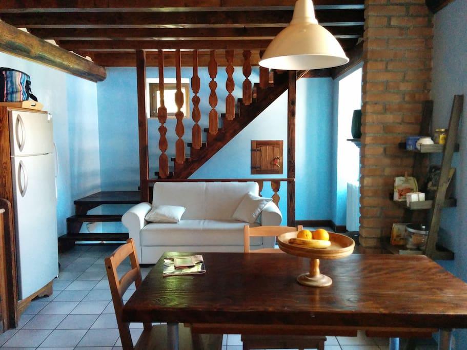 1° piano: soggiorno con  cucina