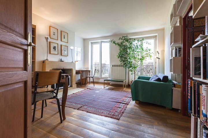 sunny apartment in the heart of Haut Marais