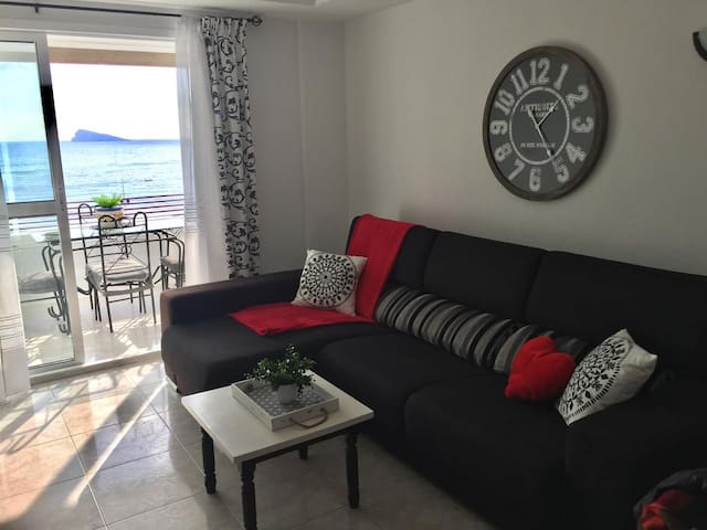 😎CHIC APARTMENT WITH GREAT VIEW (10m) FROM BEACH🏖R