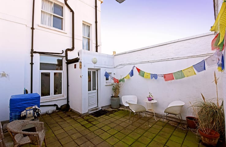 Bright double in Stokey/ Dalston with terrace.