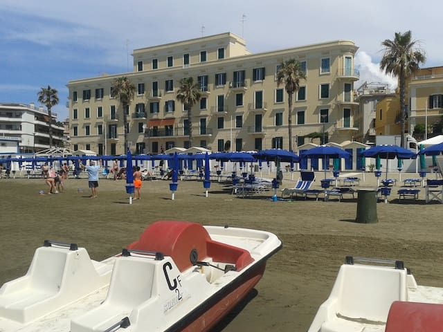 BEACH FRONT APARTMENT IN THE CENTRE OF ANZIO - Anzio - Apartment