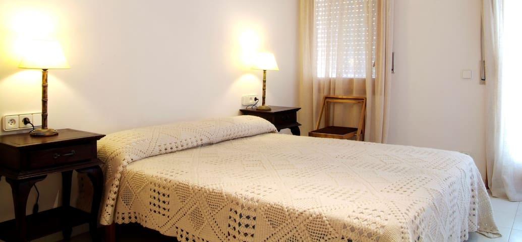 SES BRISES Apartments located  400 meters from the beach,  in a quiet area very close to t - Tamariu - Flat