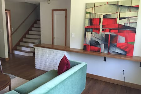 Mid-century Modern Home in Historic Asbury Park - Асбери-Парк - Дом