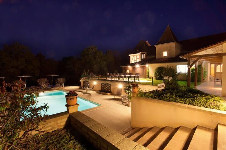 LES PEYROUSES, chambres d'hôtes, piscine chauffée - Sarlat-la-Canéda - Bed & Breakfast