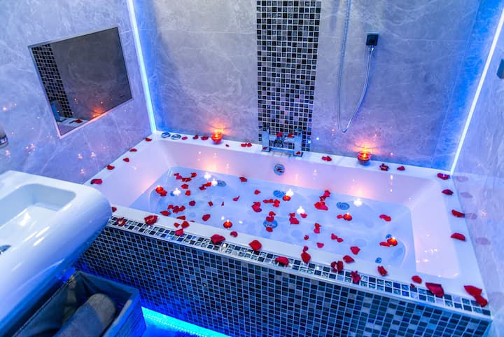 Aphrodite suites - The Royal Jacuzzi Spa Suite