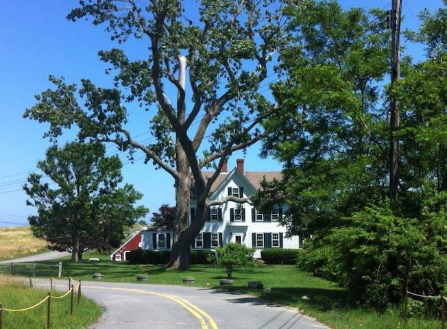 Knowles Farm Inn, Photo Room