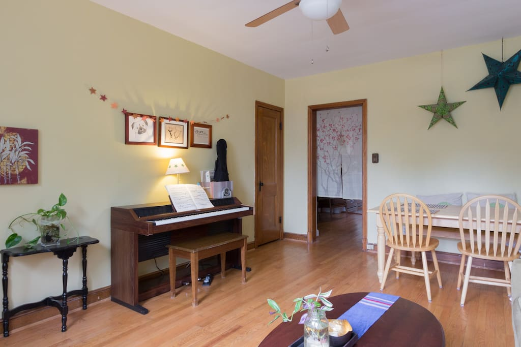 Living room also has an electronic piano you're welcome to play!
