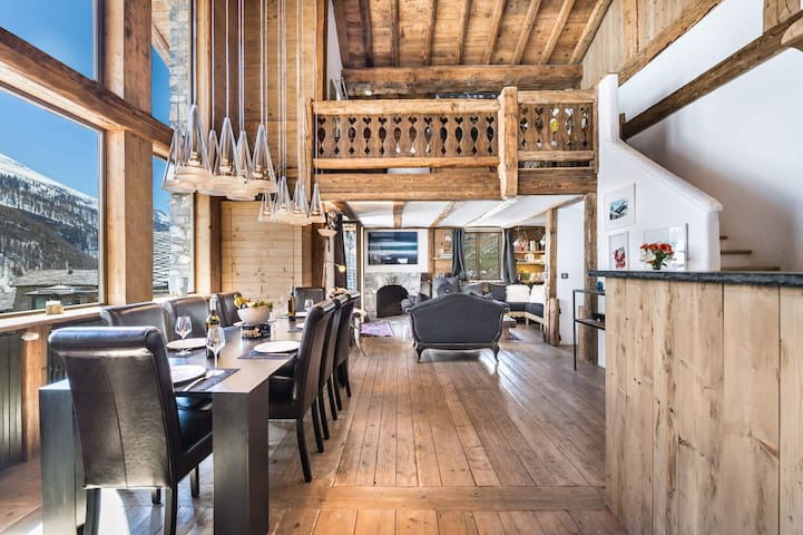 FORNET - Beautiful ski in - ski out chalet situated in the hamlet Fornet