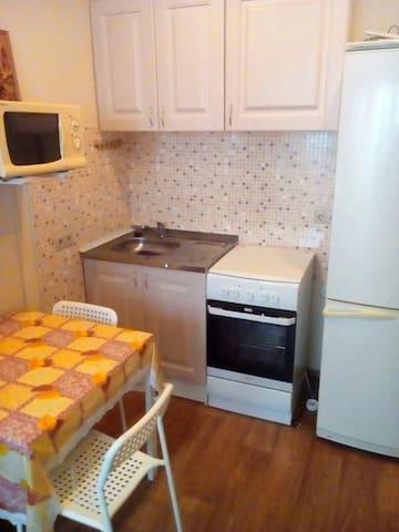 Чистая квартира, в спальном районе - Novosibirsk - Apartamento